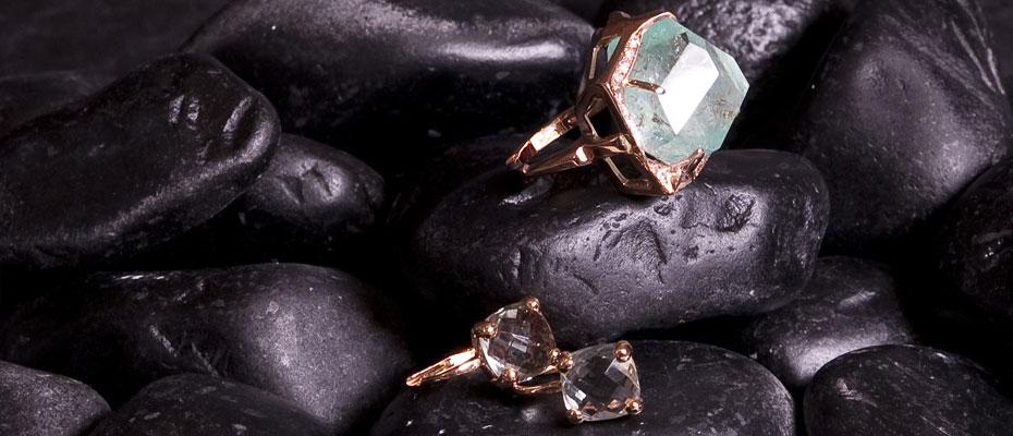 Anello e orecchini berillo verde diamanti in oro rosa
