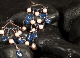 Orecchini con zaffiri e perle in oro giallo