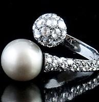 Anello in oro bianco con perla di Taiti e diamanti